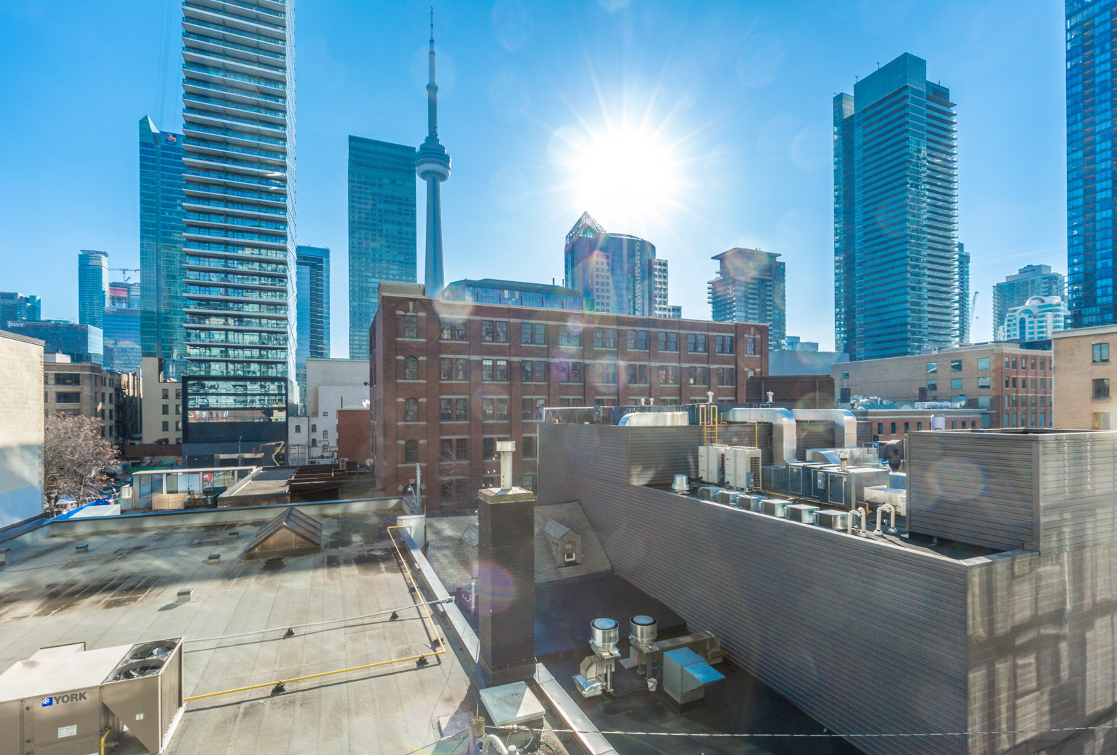 21 Nelson offers unmatched views of downtown Toronto and the CN Tower - Entertainment District - King West