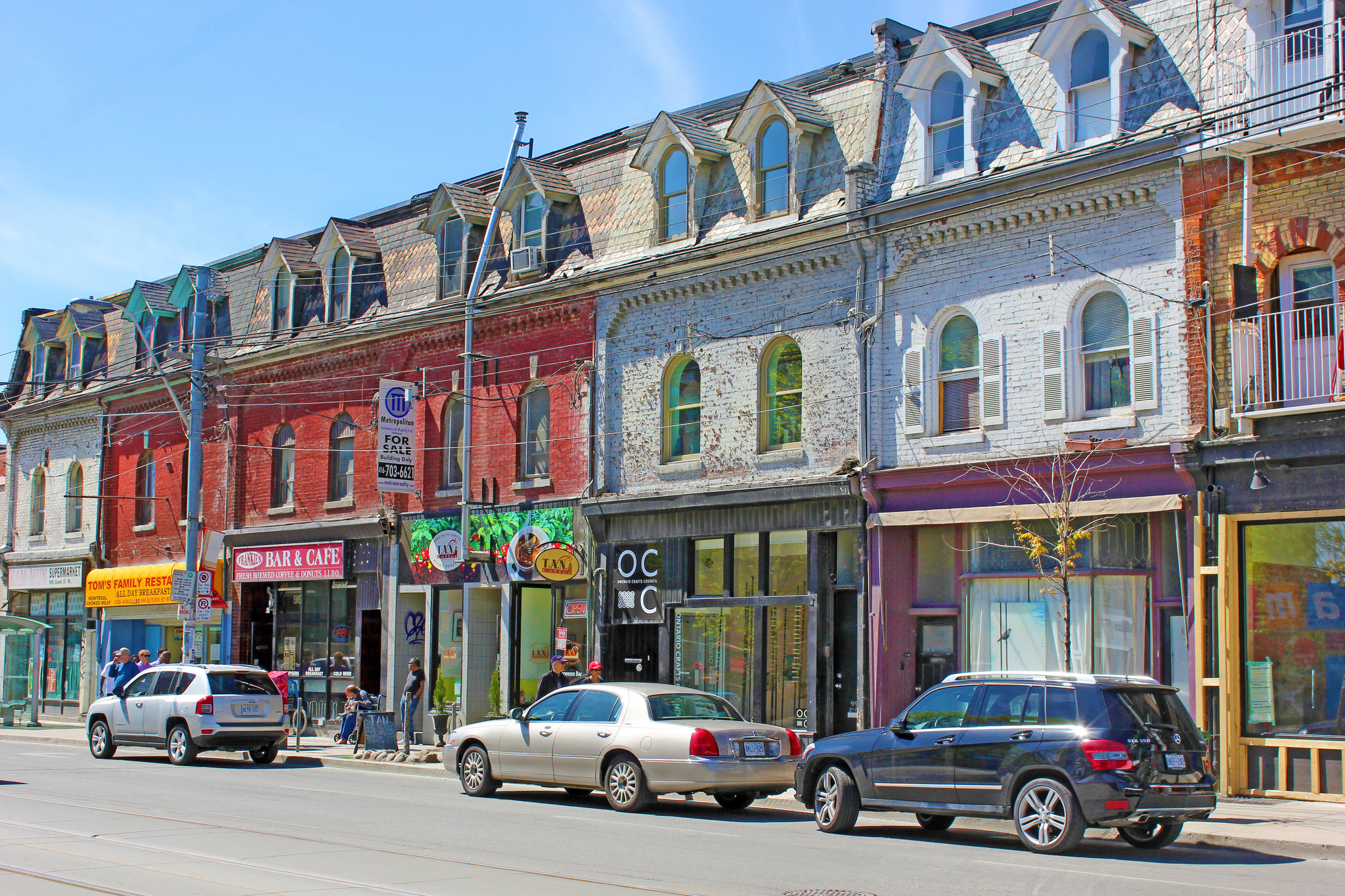 Queen West has a much bolder vibe than King West (Image Credit: Don Gunn, Flickr).