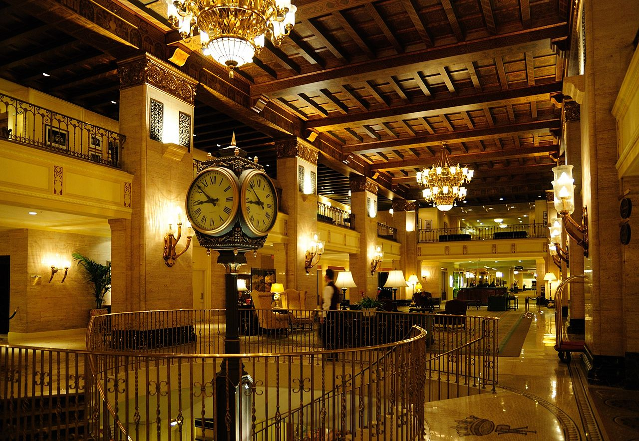 The Library Bar is located inside the iconic Fairmont Royal York Hotel (Image Credit: Wladyslaw, Wikimedia)
