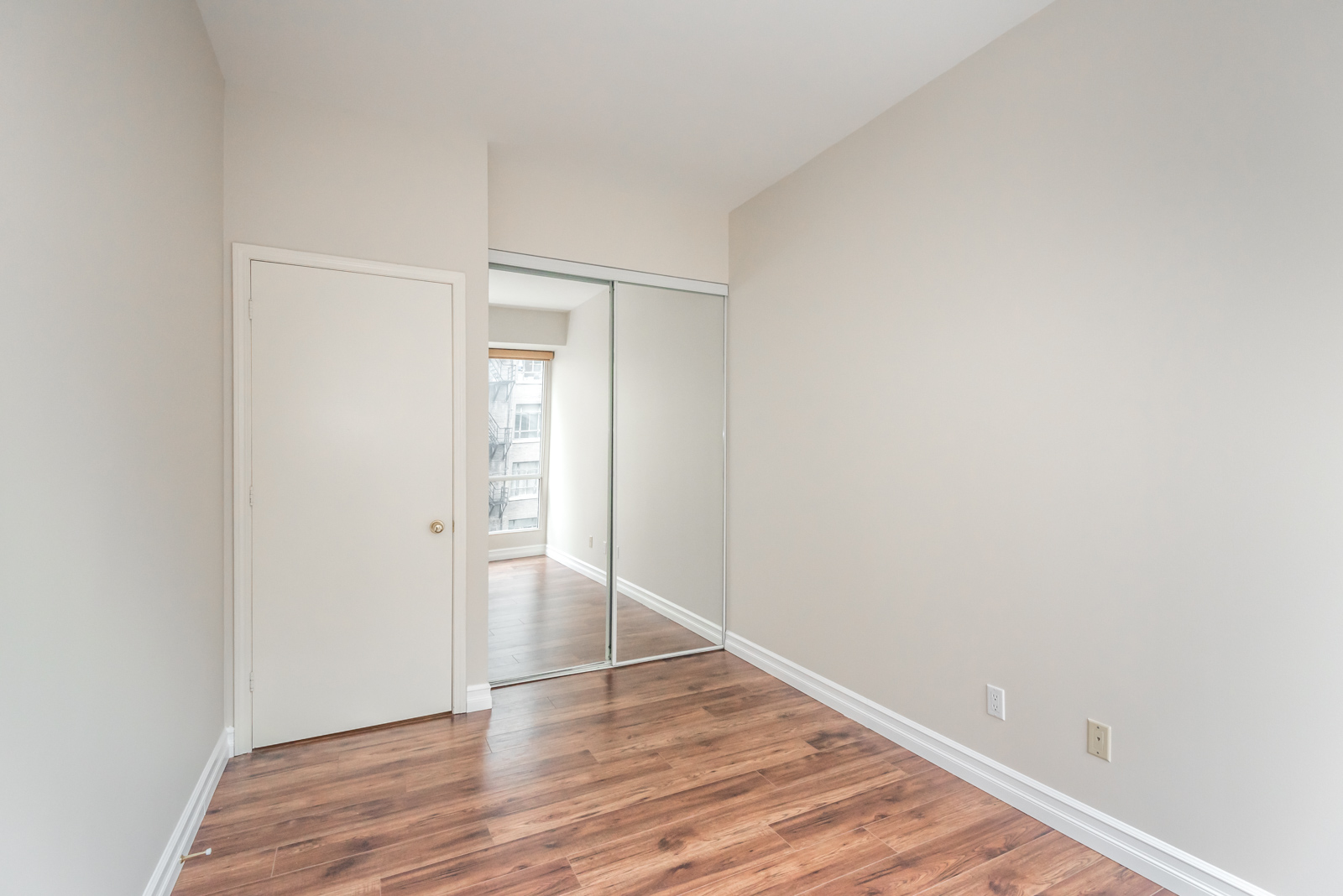 While not as large, this room maybe better lit thanks to the closet's reflective exterior.