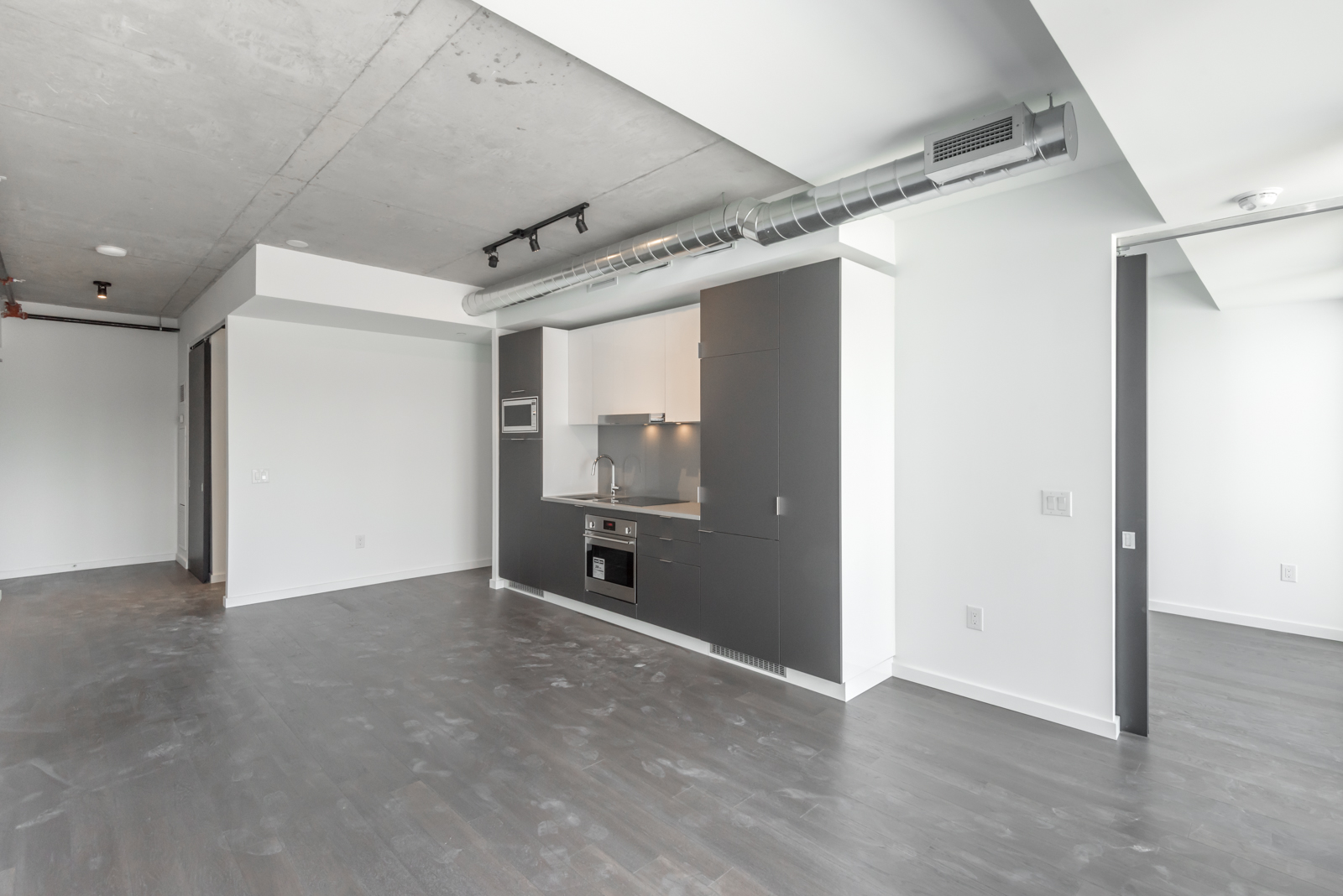 170 Bayview Unit 605 is urban yet luxurious.