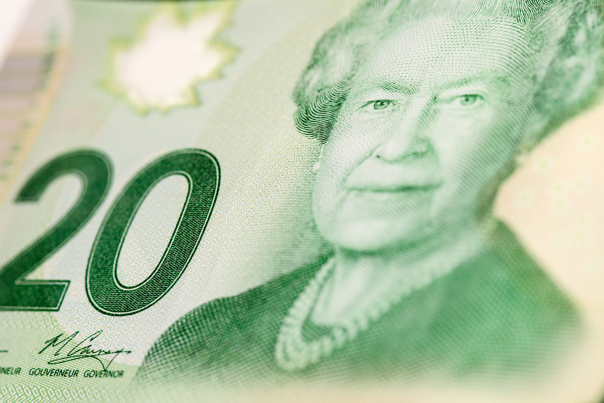 Photo of $20 Canadian currency and Queen.