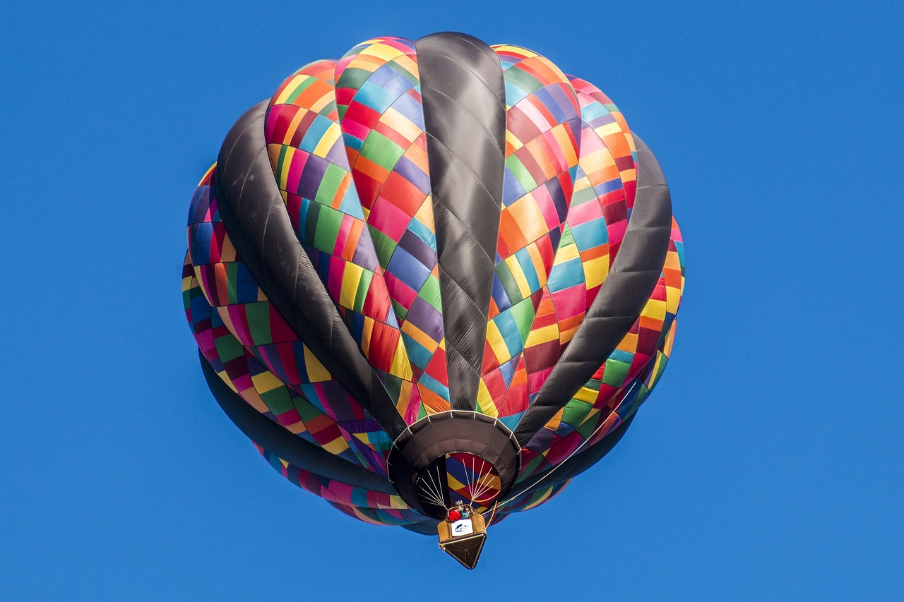 Colourful hot air balloon showing how BoC will have to raise rates to fight inflation.