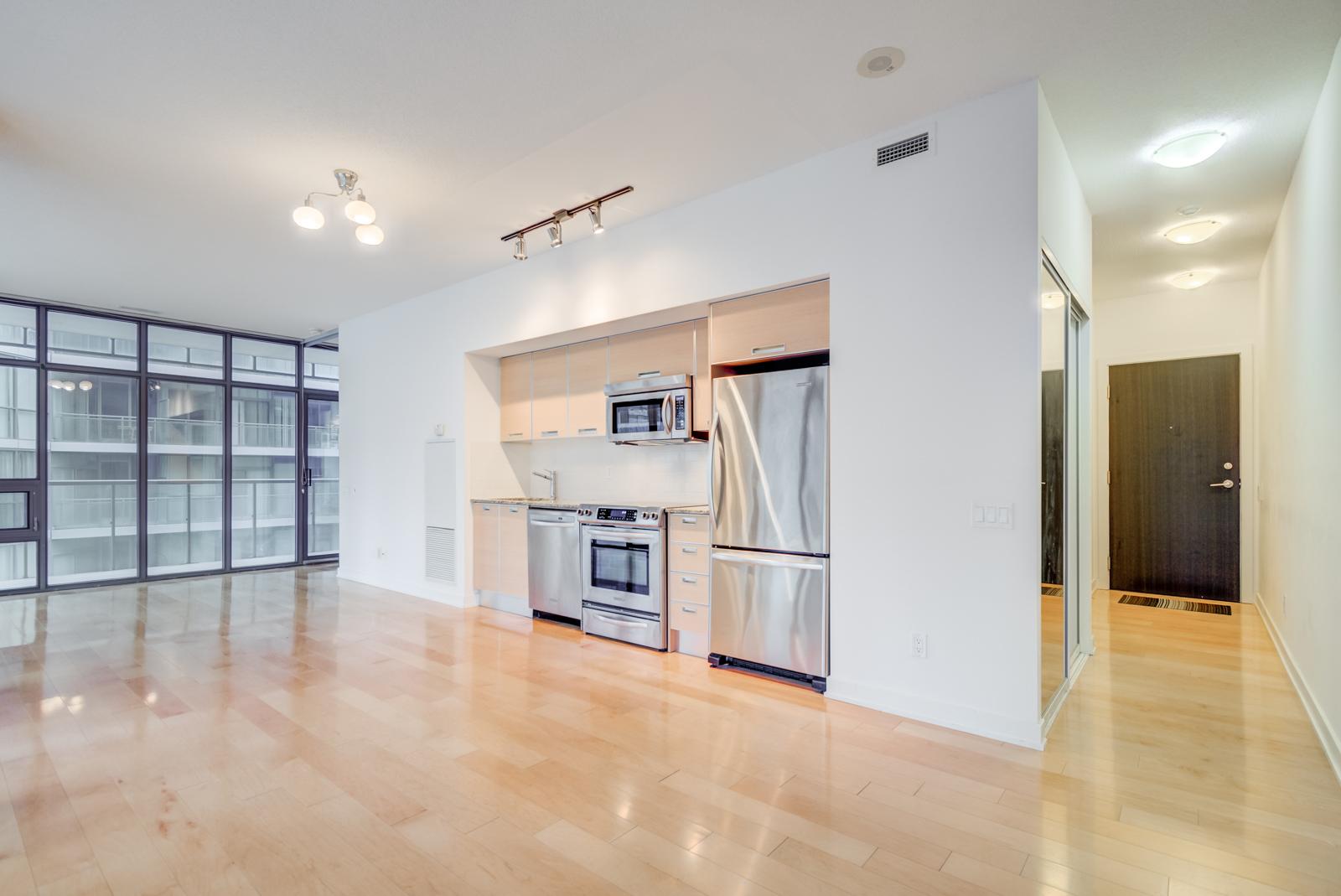 33 Charles St E kitchen and appliances