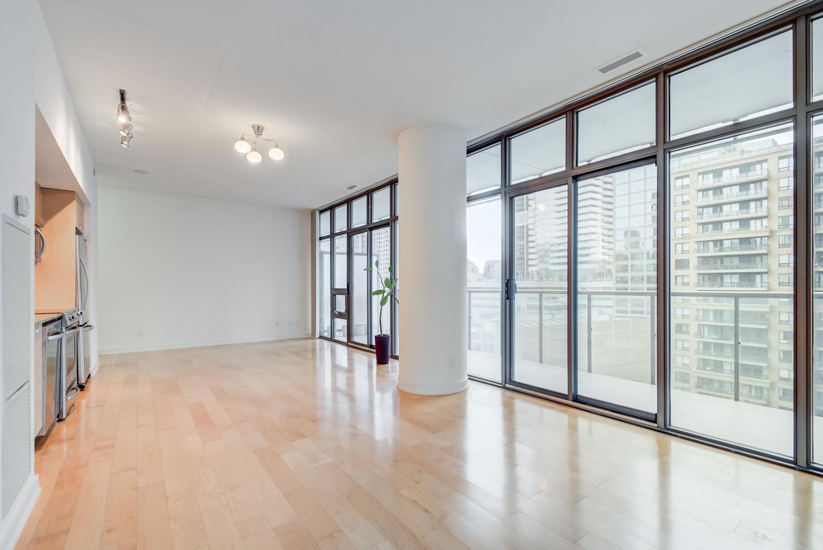 Casa Condos - Windows and plant and sunlight