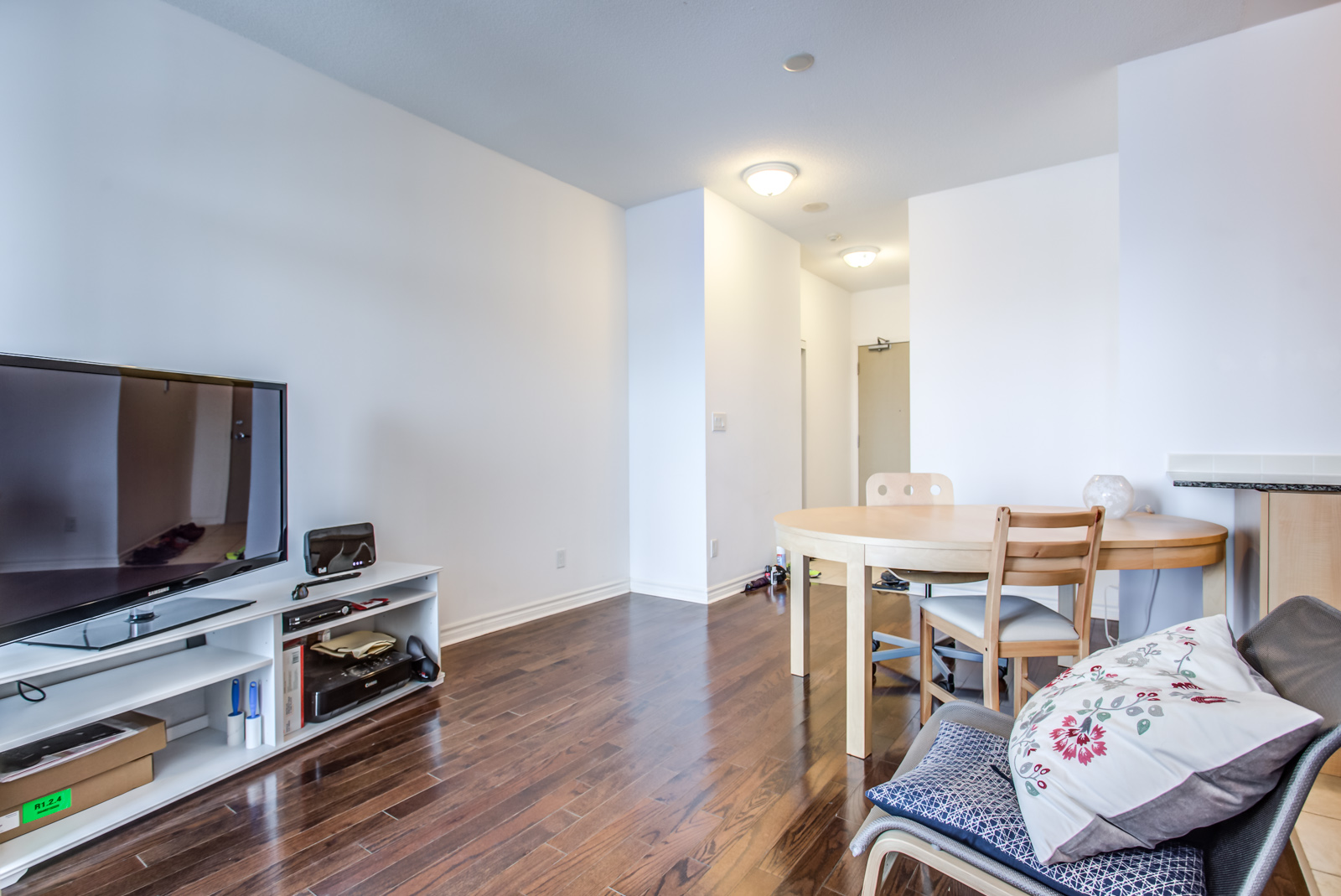 18 Holmes Avenue Unit 901 living and dining areas