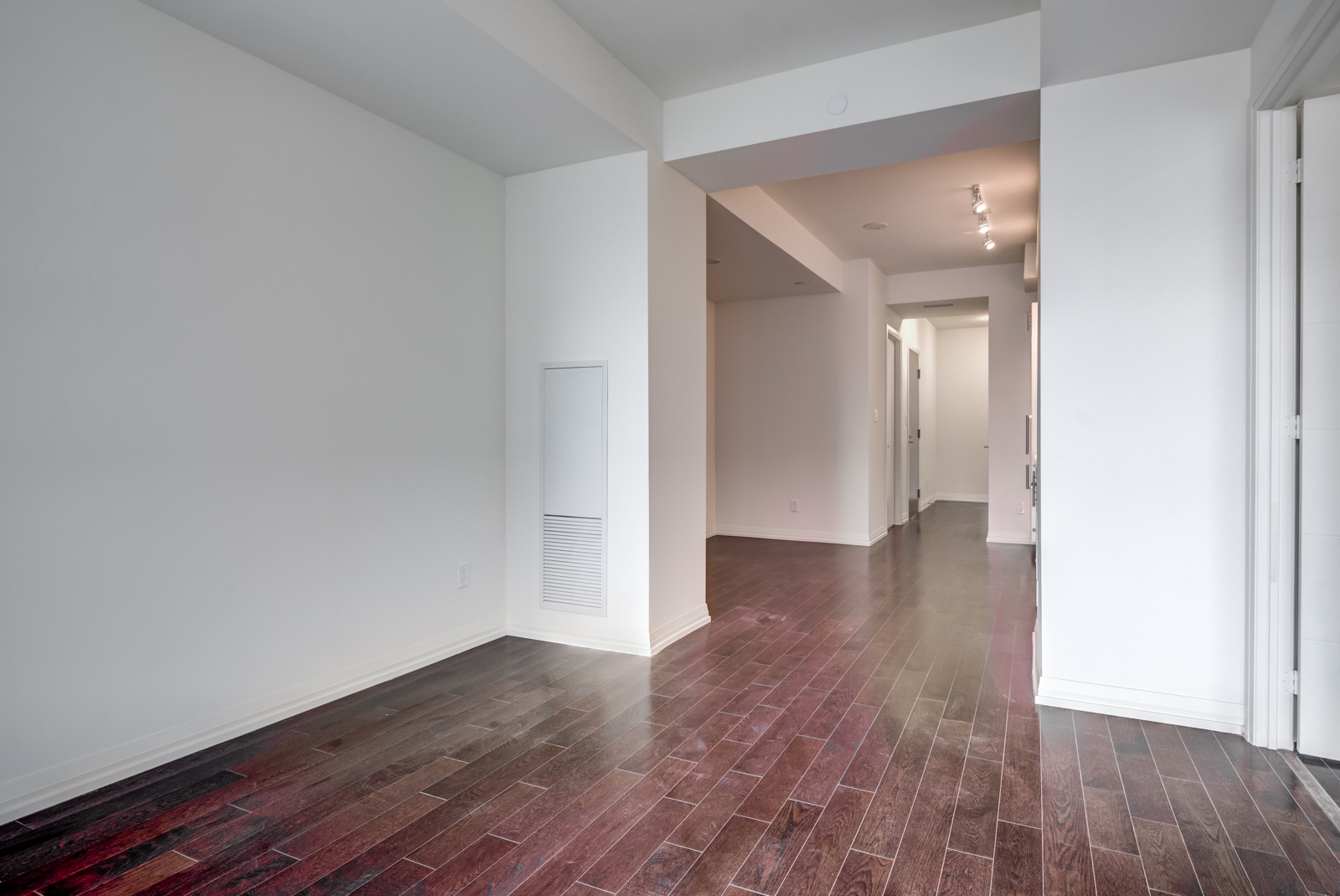 Another image of 460 Adelaide Unit 620 and its rooms.