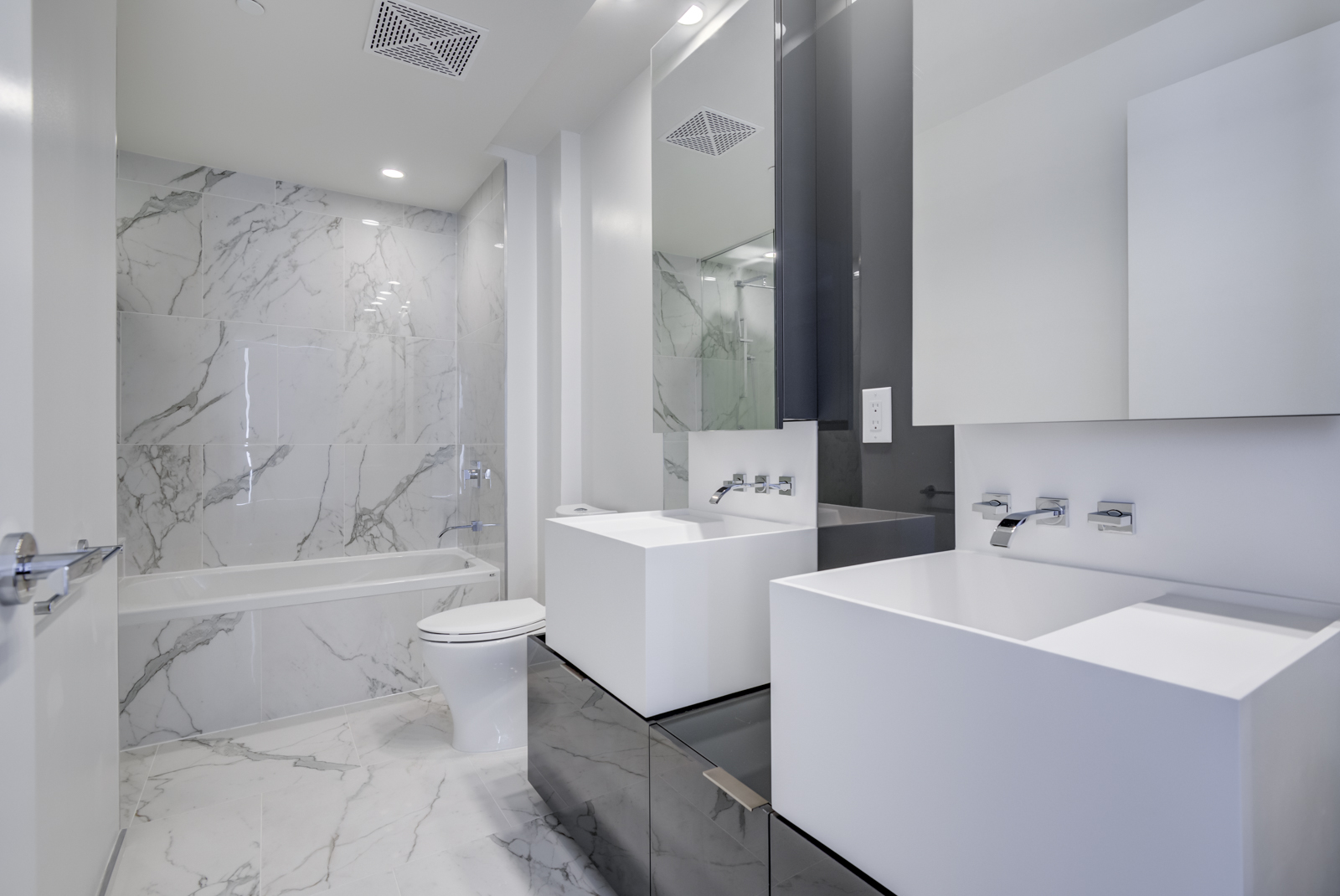 It's also very luxurious, using marble for the floors, walls and tub.