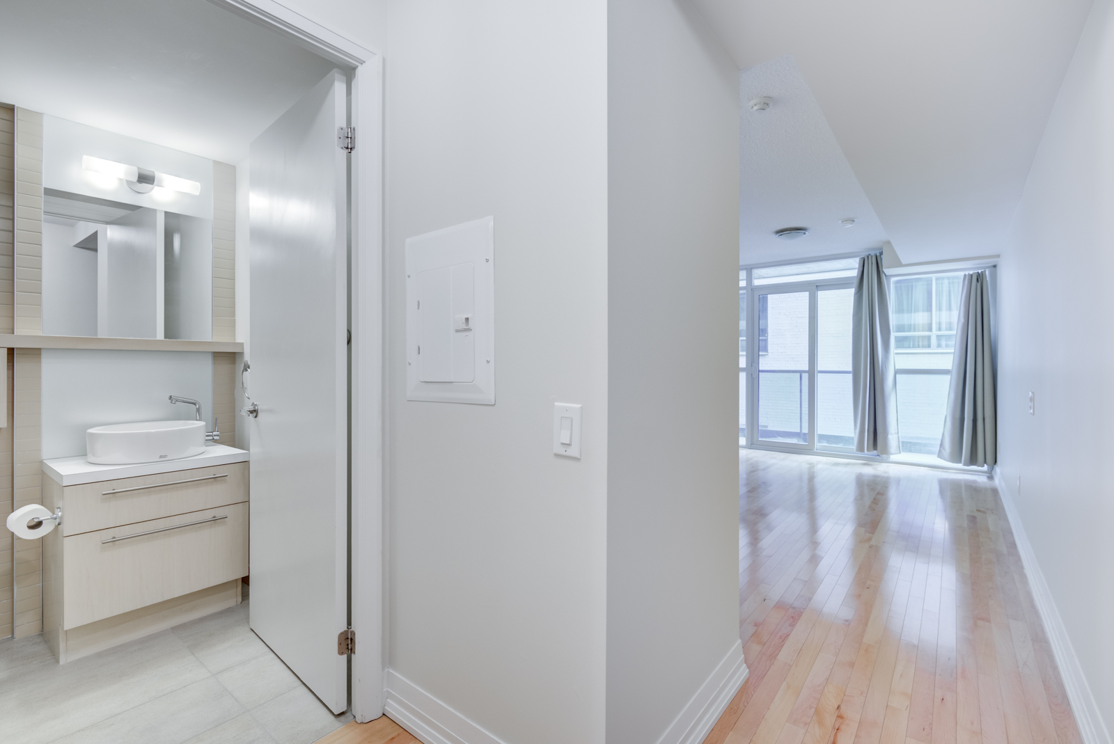 25 Carlton St Unit 401 interior showing bathroom and balcony