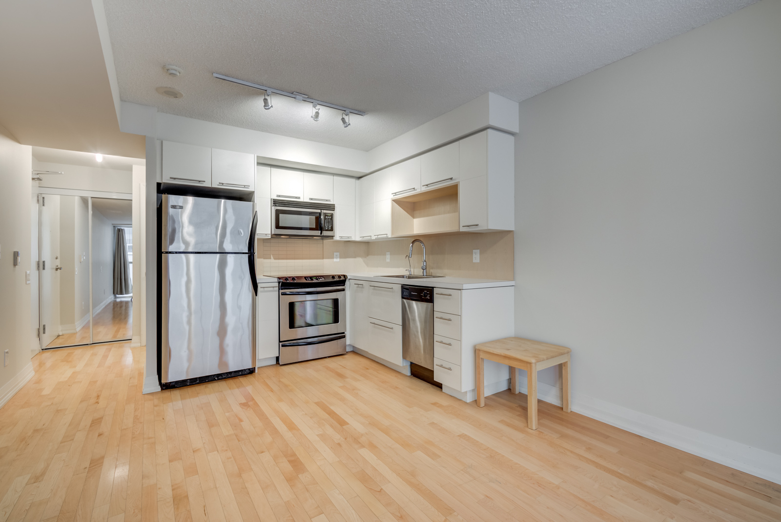 Another angle of 25 Carlton St Unit 401's kitchen.