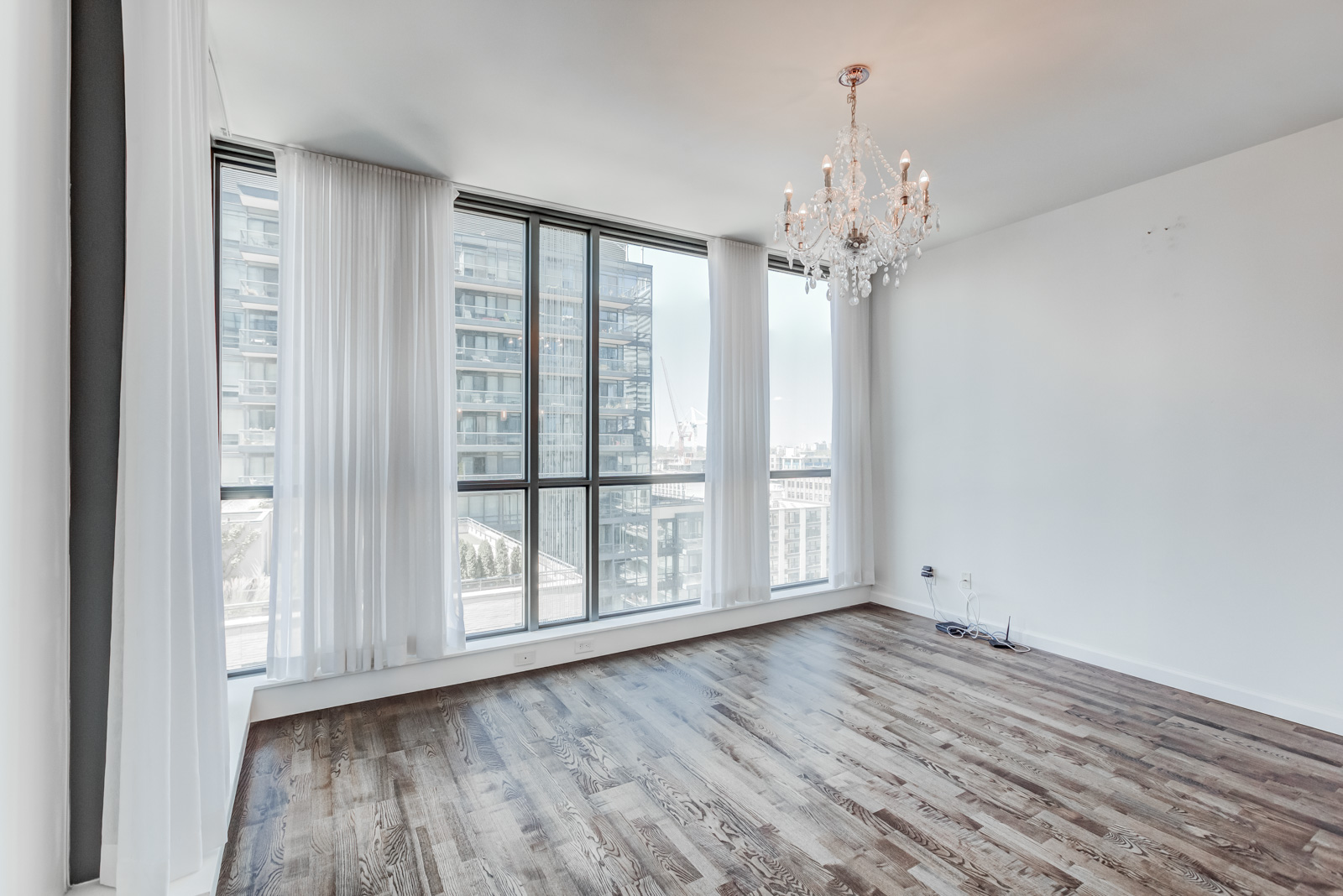 8 Charlotte St Unit 1508 dining room with chandelier.